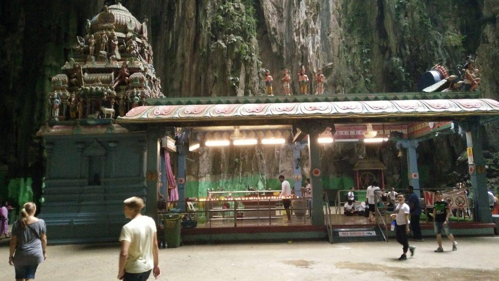 Tempel inne i Batu Caves