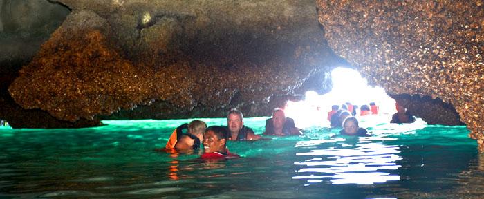 svømme i Morakot Cave